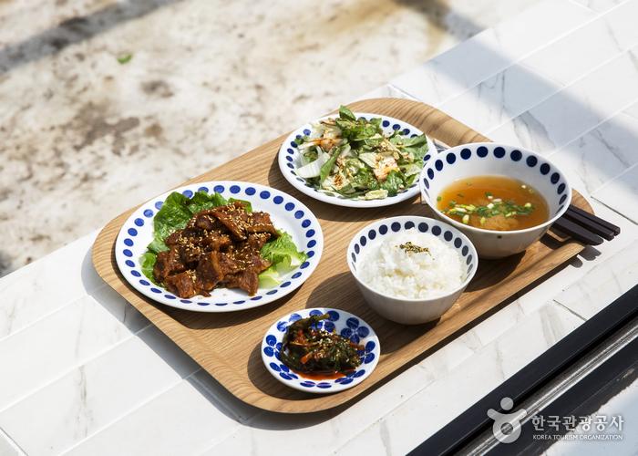 고기와 겉절이, 밥 국 김치