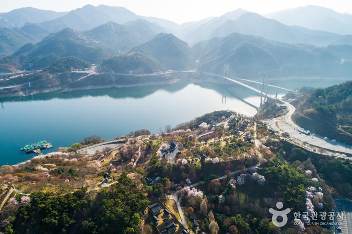 清风湖樱花节청풍호벚꽃축제