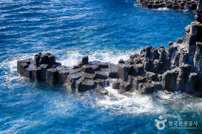 Скалы Чусан Чолли у побережья Чунмун Дэпхо21