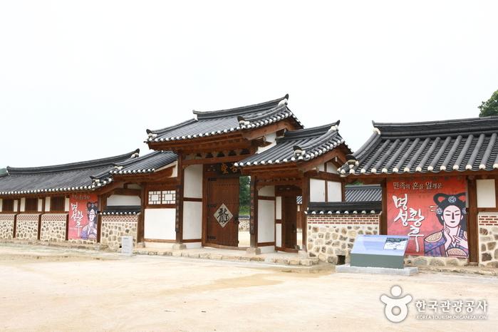 Место рождения императрицы Мёнсон (명성황후 생가)2