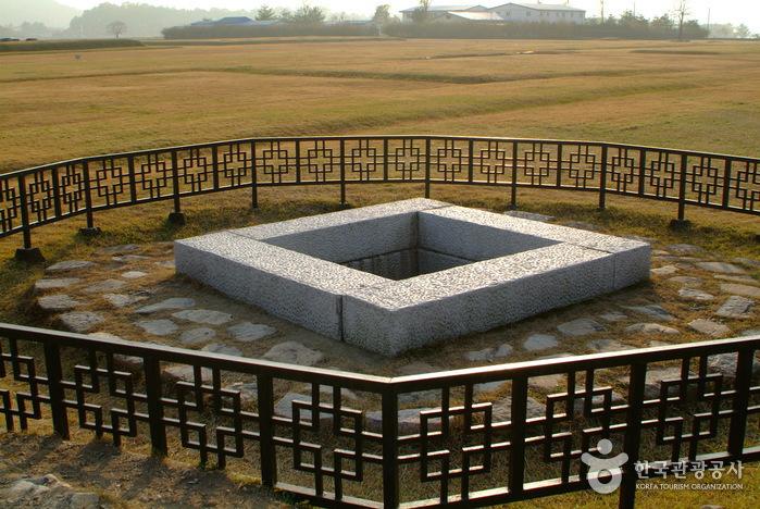 Gyeongju Hwangnyongsaji (Hwangnyongsa Temple Site) (경주 황룡사지)