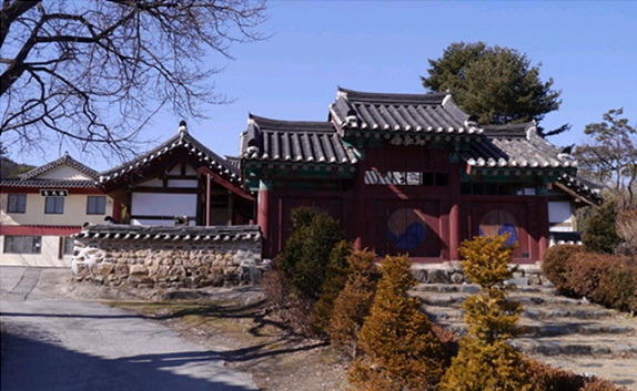 Jinjamhyanggyo Confucian School (진잠향교)