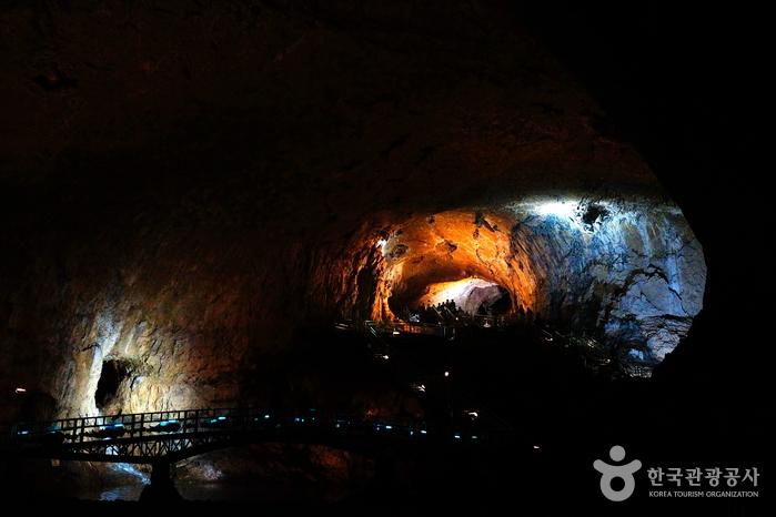 Höhle Hwanseongul (환선굴)