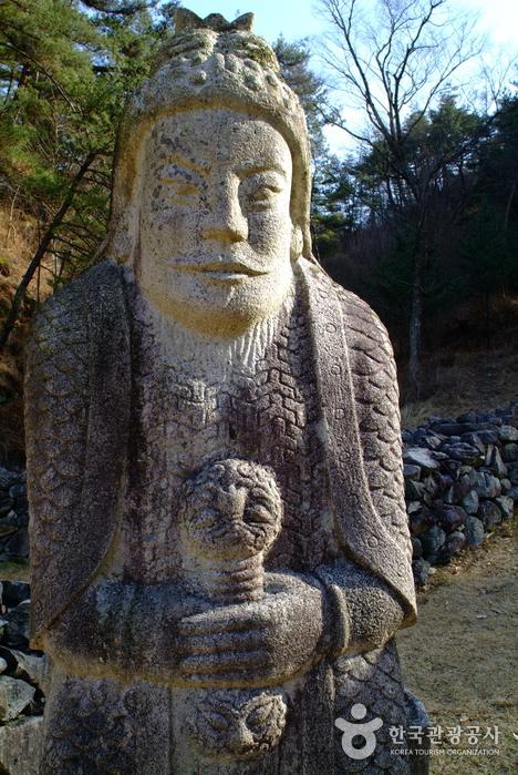 Гробница короля Кухёна (산청 전 구형왕릉)2
