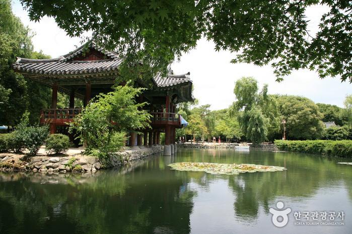 Парк Кванхаллувон (광한루원)