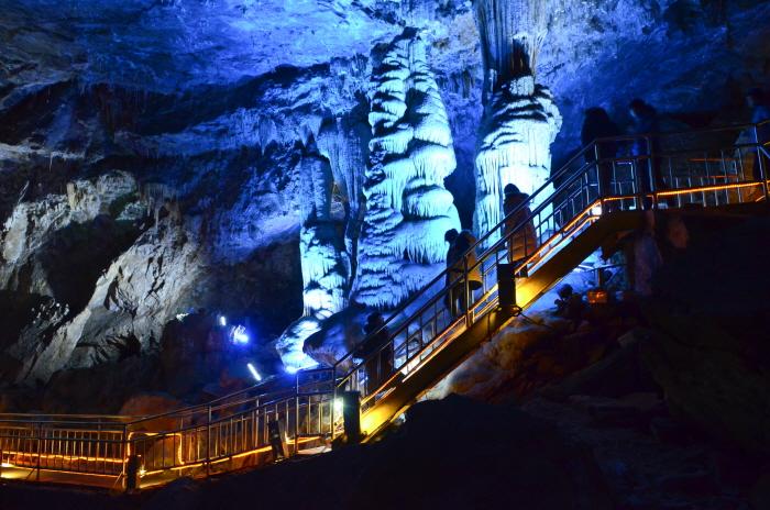 천연동굴의 아름다운 풍경
