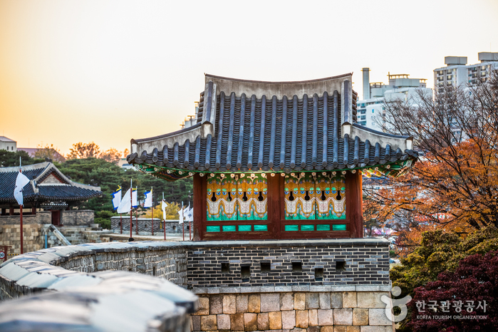 Suwon Hwaseong Fortress [UNESCO World Heritage] (수원 화성 [유네스코 세계문화유산])