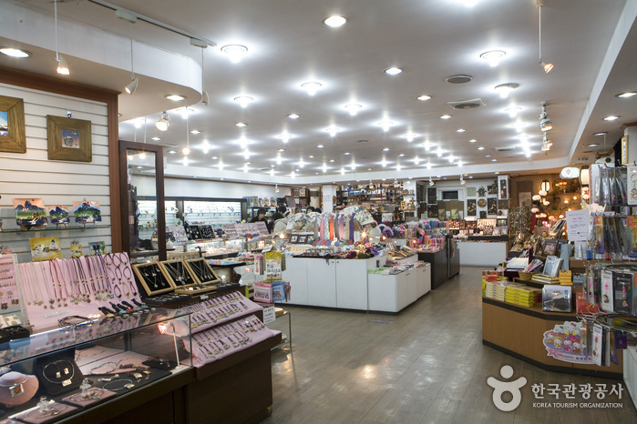 Arirang Master Crafts Shop (아리랑명품관)