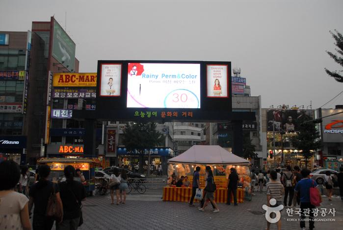 Eunhaengdong Euneungjeongi Culture Street (은행동 으능정이 문화의거리)