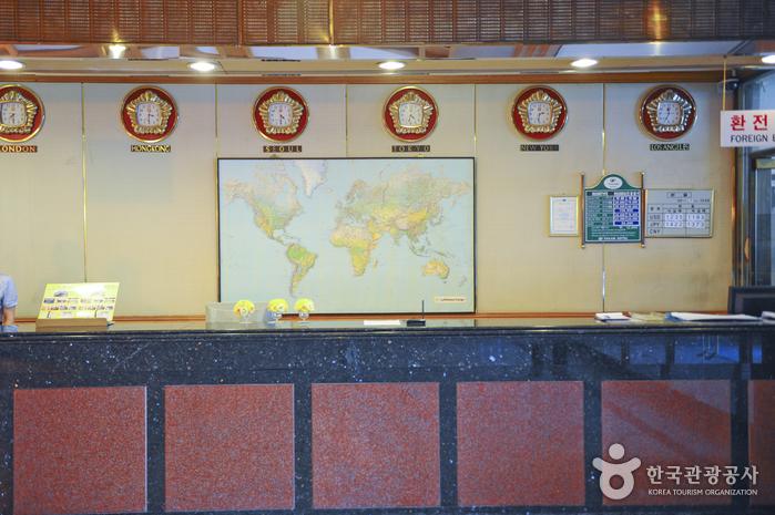 Yakam Tourist Hongyumchon Hotel (약암홍염천관광호텔)