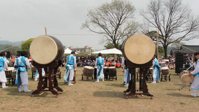 Haemi Eupseong Traditional Cultural Performance (해미읍성 전통문화공연)