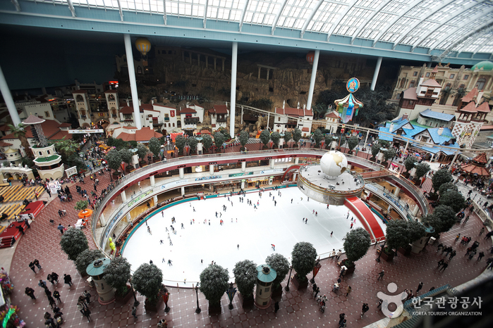 Lotte World Indoor Ice Skating Rink (롯데월드 아이스링크 (실내))