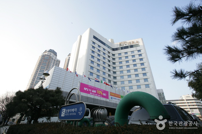 Hotel Riviera Yuseong (호텔리베라 유성)