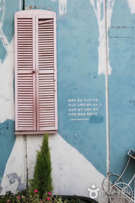 Улица имени музыканта Ким Кван Сока (김광석 길)28