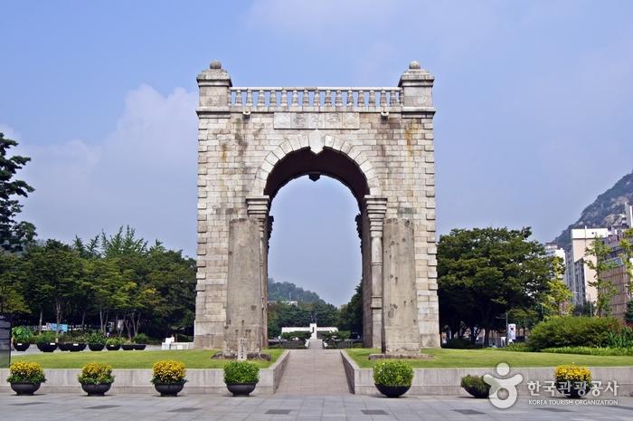 Dongnimmun Gate (독립문)