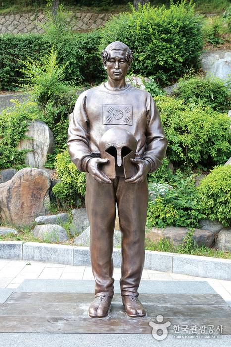 손기정 동상