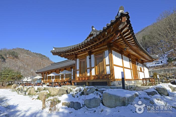 Paroho Hanok Pension (파로호한옥펜션) [한국관광품질인증제/ Korea Quality]