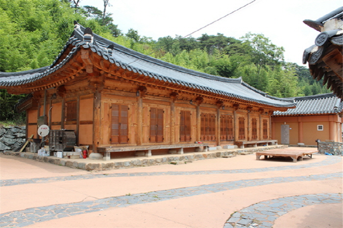 Yeonpung Gotaek (the Old House of Munchung) (연풍고택/문충고가)