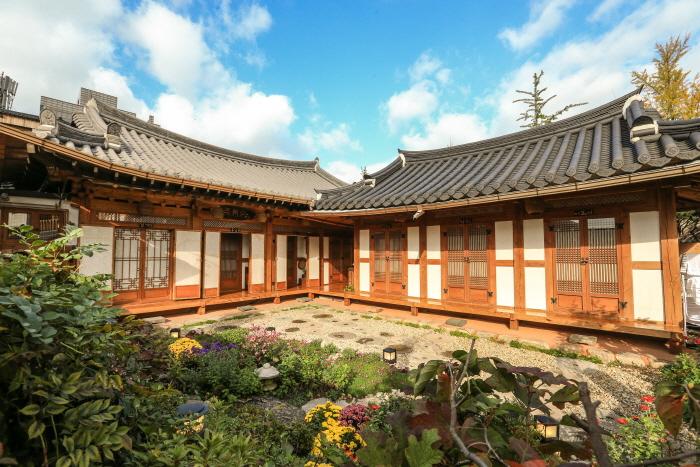 Bukyungdang [Korea Quality] / 부경당 [한국관광 품질인증]