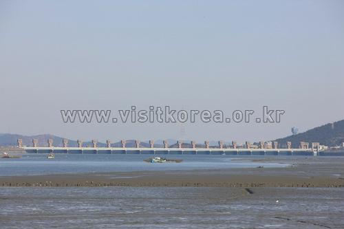 Geumgang Estuary Bank (금강하구둑(군산))