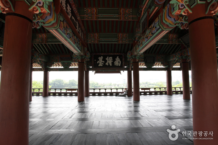 Chokseongnu Pavilion ()