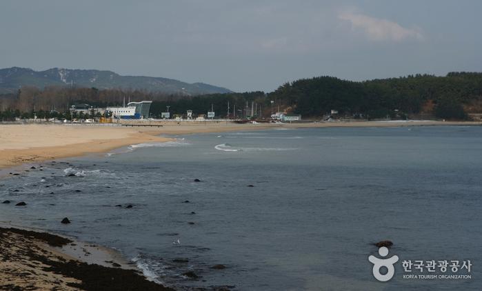 Hwajinpo Beach (화진포해변)