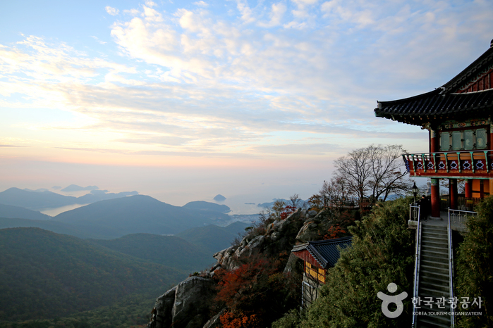 Boriam Temple in Geumsan Mountain (Namhae) (금산 보리암(남해))