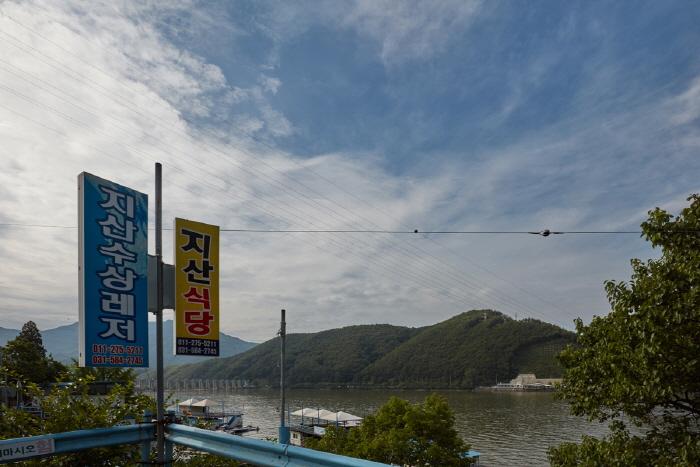 Cheongpyeonghoban Maeuntang Village (청평호반 매운탕촌)