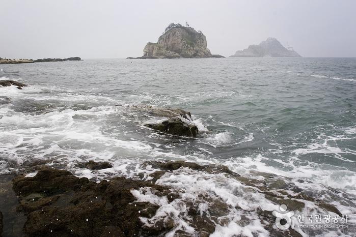 Oryukdo Lighthouse (오륙도 등대)