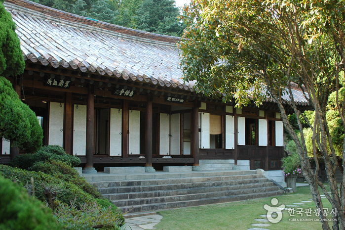 House of Choi Seung-hyo (최승효가옥)