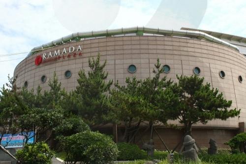 라마다프라자제주호텔 스포츠센터(실내.외 수영장)