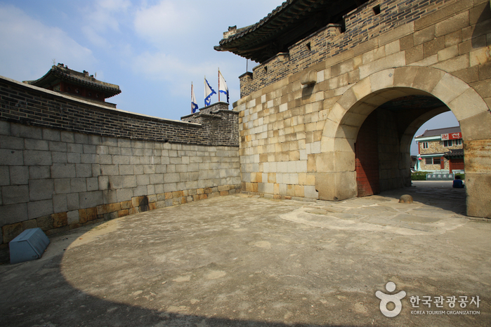 Hwaseomun Gate ()