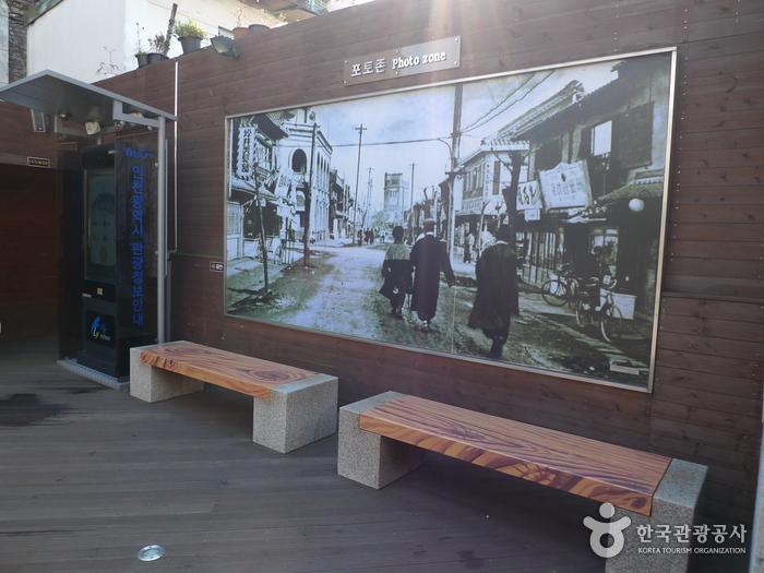 Incheon Open Port Modern Architecture Exhibition Center (Former Incheon Branch of Japan's 18th Bank) ((구)인천일본18은행지점(현, 인천개항장 근대건축전시관))