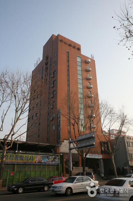 Union Tourist Hotel (유니온관광호텔)