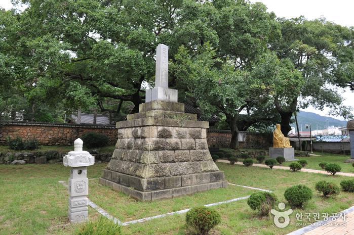 Gokseong Dangunjeon Shrine (곡성 단군전)