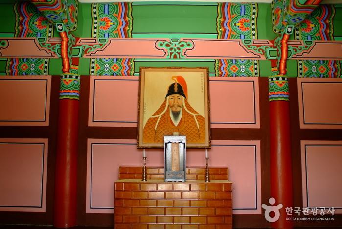 Chunguisa Temple (Historical site of General Chung Ki-ryong) (충의사 - 정기룡장군 유적지)