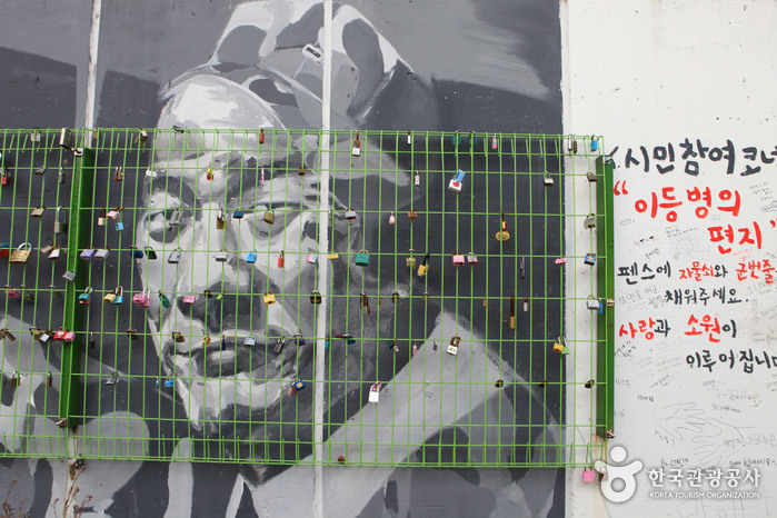 Улица имени музыканта Ким Кван Сока (김광석 길)26
