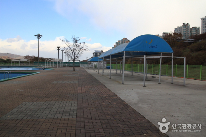 Gwangnaru Hangang Park Outdoor Swimming Pool Official Korea Tourism