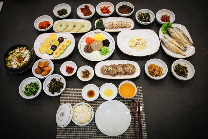 Korea Traditional Food Culture Experience Center - Jeonggangwon (한국전통음식문화체험관 정강원)