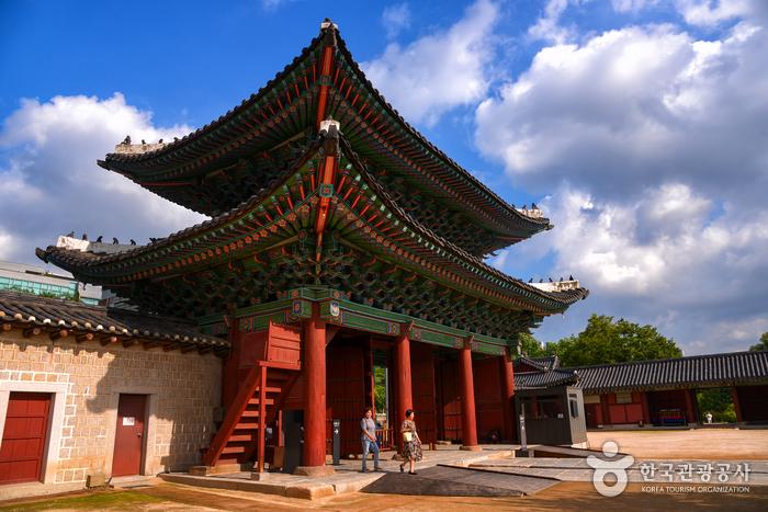 昌慶宮弘化門<br>(창경궁 홍화문)