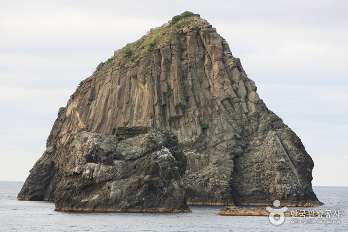Elephant Rock (Gongam Rock) (코끼리바위 (공암))