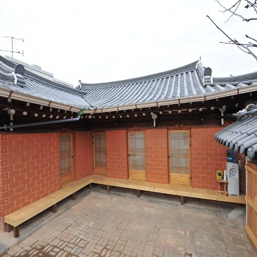 Seonunjae (Jeonju Hanok Village) (선운재-전주한옥마을)
