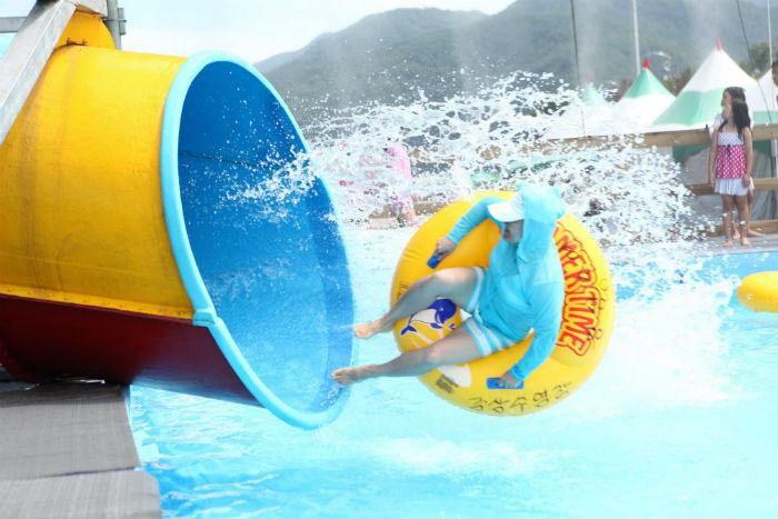 화천쪽배축제 강변물놀이장