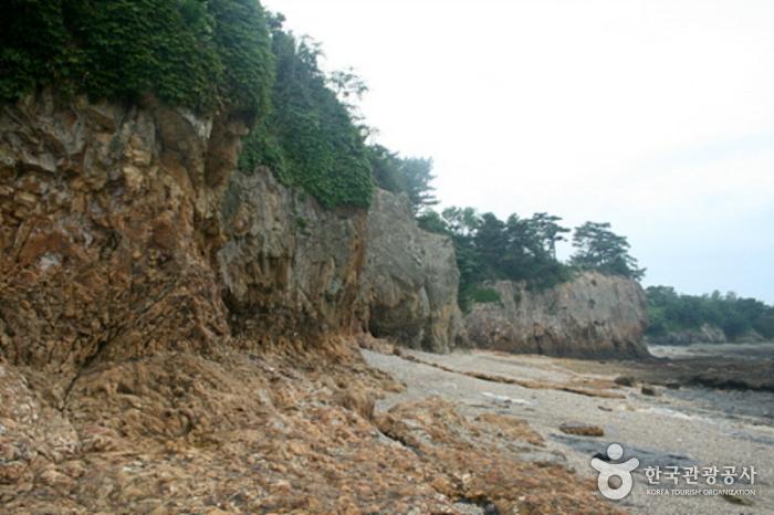 Jeokbyeokgang Cliffs (Buan) (부안 적벽강)