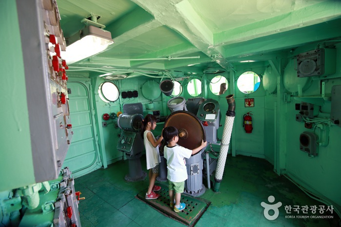 함정전시관 내부 조타실