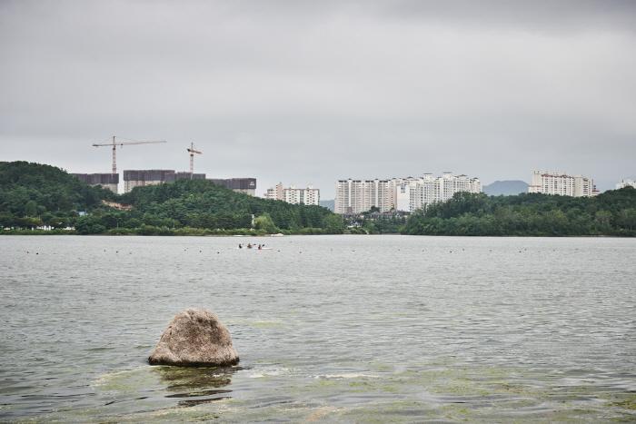 Озеро Ённанхо (영랑호)