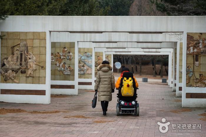 단원조각공원에 있는 단원 그림 부조벽화