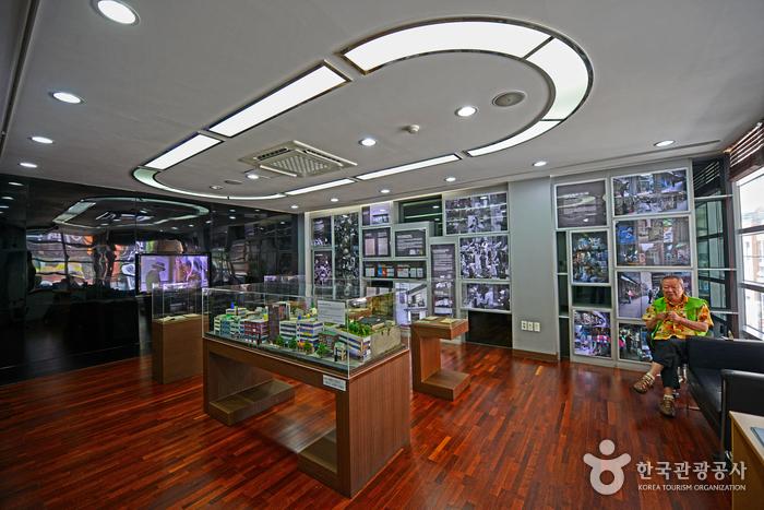 책방골목문화관 2층 상설전시관