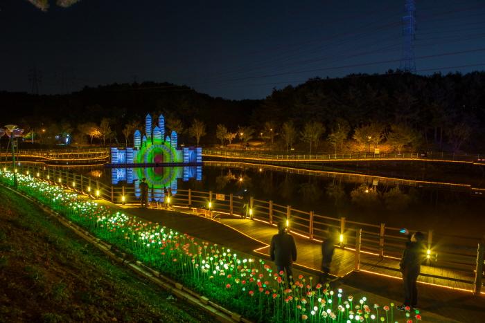 星の光、夢を描く-蔚山大公園バラ園光祭り(별빛, 꿈을 그리다 - 울산대공원 장미원 빛축제)