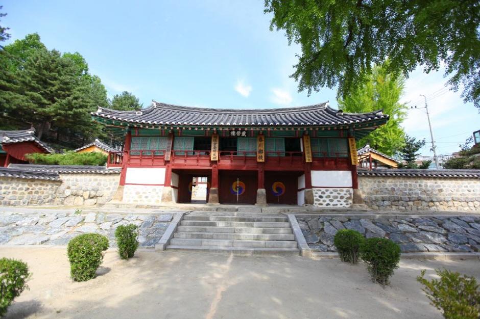 春川郷校(춘천향교)